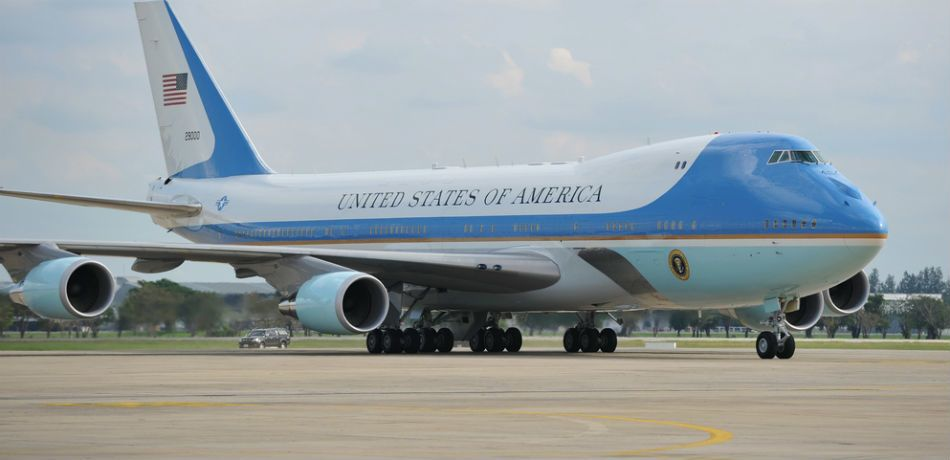 cdc9de10c Donald Trump Promises New Air Force One Will Be Red, White, And Blue ...