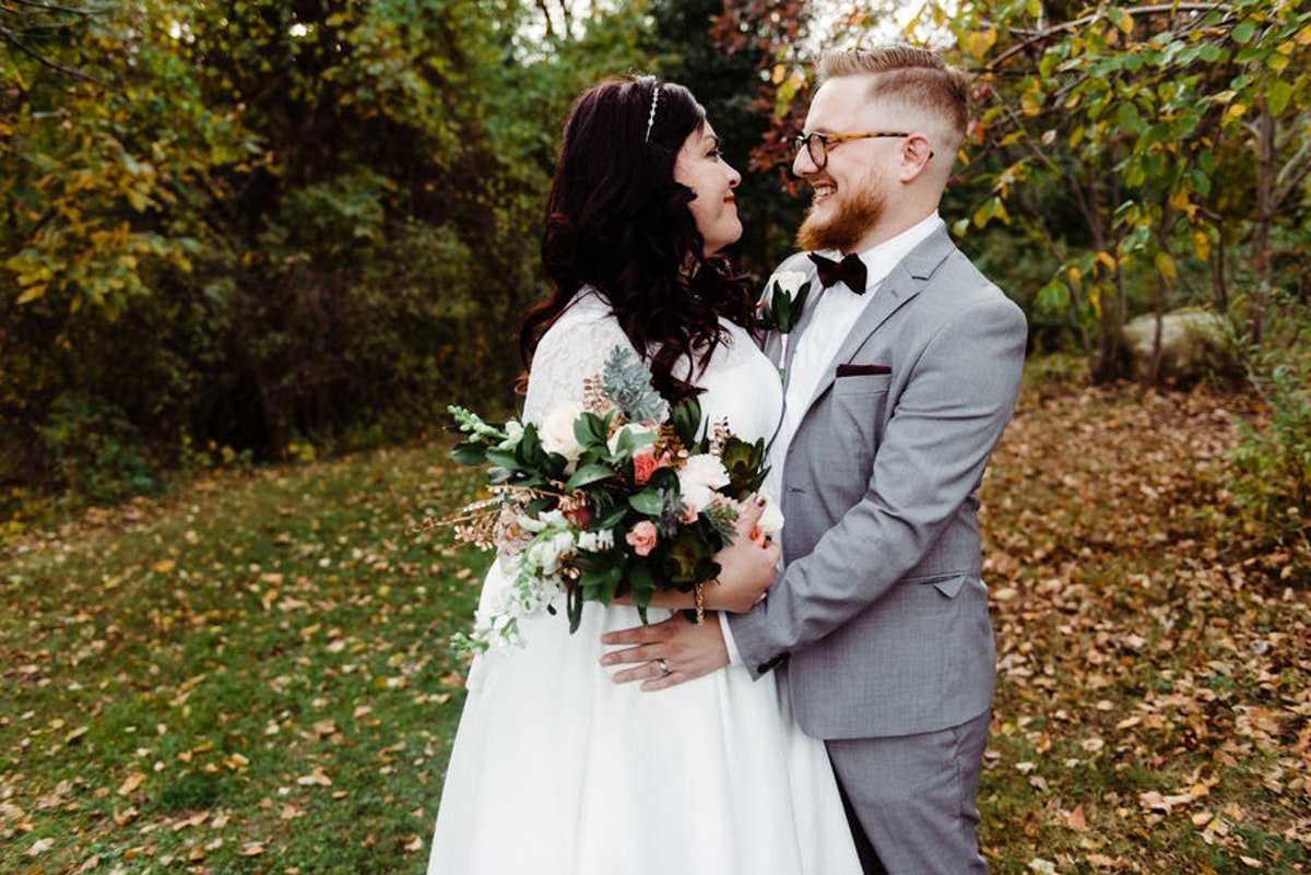 20 fall wedding captions because the love is simply unbeleafable
