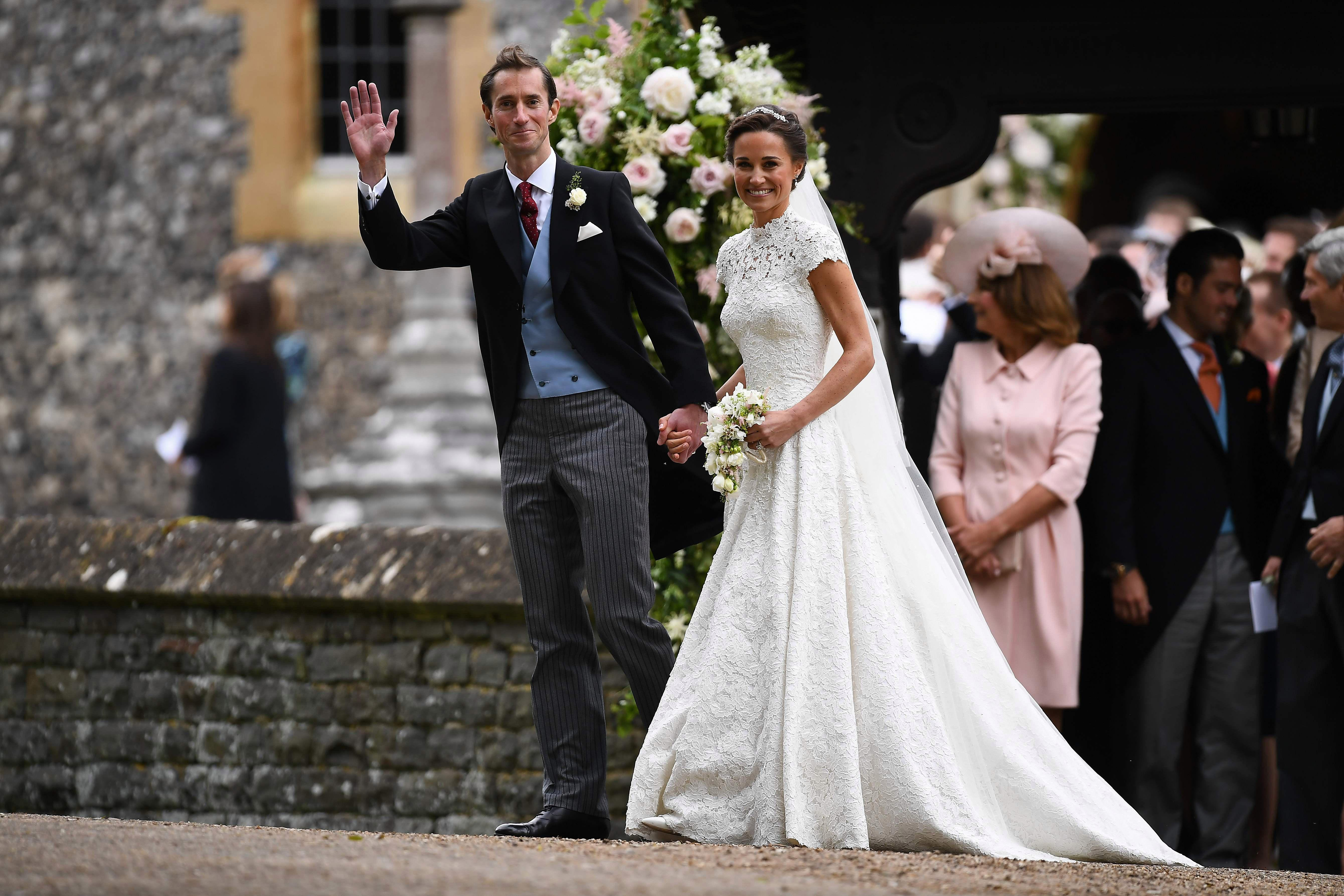 Who designed Pippa Middleton\'s wedding dress, how much did the Giles ...