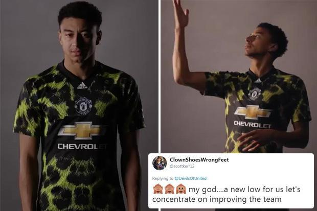 low priced 19d46 0a256 Man United leopard-print kit for FIFA 19 modelled by Jesse ...